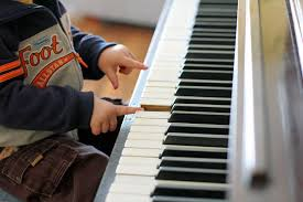 Musikpädagogin bietet individuellen ...